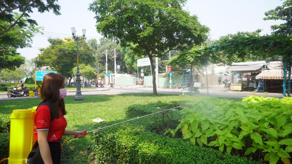 Bình xịt điện TAKYO TK 20 dùng béc xịt hoải tiễn xịt cây xanh